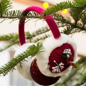 urechi de iarna roz