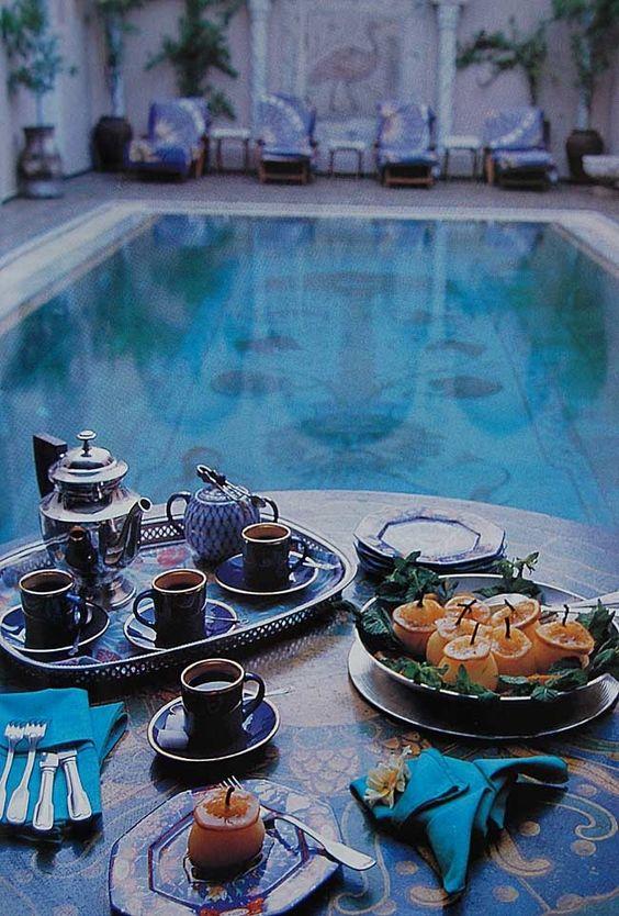 piscina_petrecerea_burlacitelor