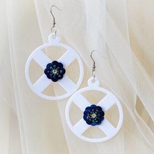 Cercei_plexiglas albi_floare albastra