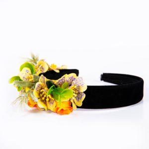 Coronita cu flori mici intr-o parte