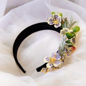 Coronita cu flori pe o parte